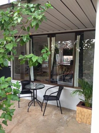 Base Backpackers Airlie Beach : Private block