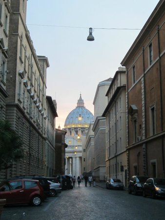 Residenza Paolo VI : Streets of Vatican City-walking back to room