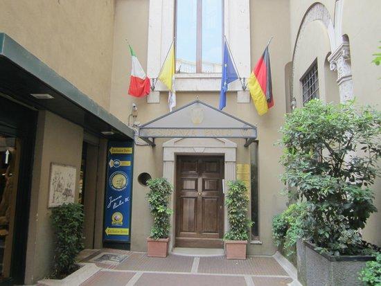 Residenza Paolo VI : Hotel entrance