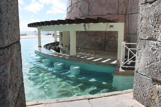 Swim Up Pool Bar Picture Of Memories Grand Bahama Beach And Casino Resort Freeport Tripadvisor