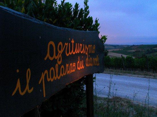 Agriturismo il Palazzo dei Diavoli : the sign on the road