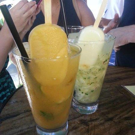 Mocoto : Caipirinha de cajá e tangerina e caipirinha de abacaxi, capim santo e cupuaçu