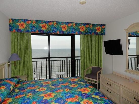 Beach Cove Resort: master BR with ocean view