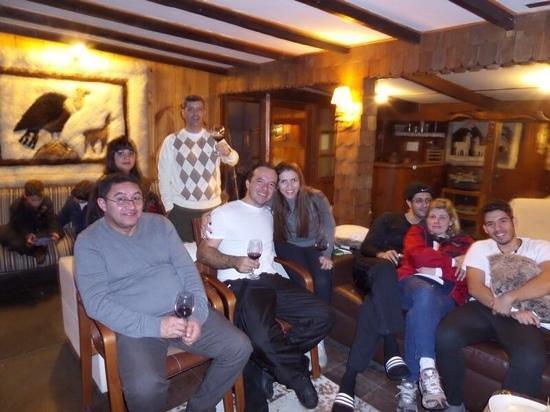 Hotel Posada de Farellones: Vinho entre amigos
