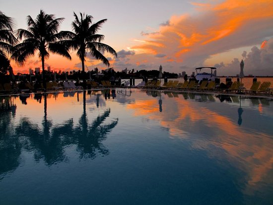 The Standard, Miami: pool at the sunset