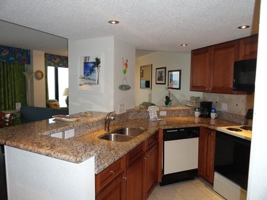 Beach Cove Resort: Renovated full kitchen looking into dining area & living room