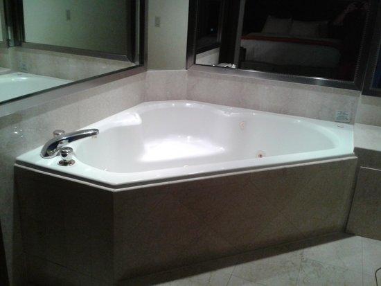 Newport Beachside Hotel and Resort: Jacuzzi