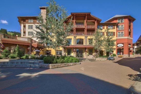 Sun Peaks Grand Hotel & Conference Centre : Hotel Rear Entrance