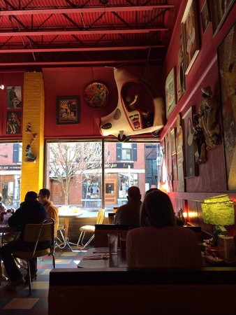 The Friendly Toast : Awesome interior