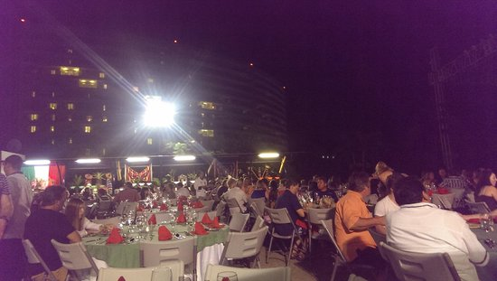 Azul Ixtapa Grand Spa & Convention Center: Cena show