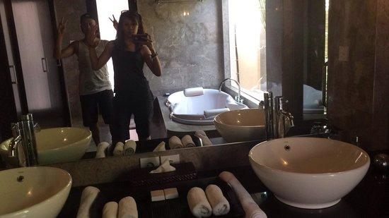 My Villas in Bali: Our marble bathroom Abil&adah