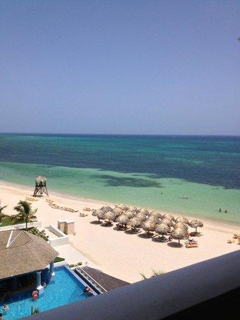 Iberostar Grand Hotel Rose Hall: View of beach area from balcony