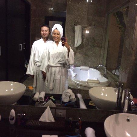 My Villas in Bali: Hehe! Showering!  Abil&adah