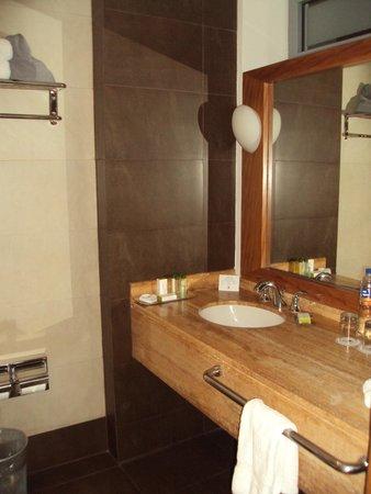 El Pardo DoubleTree by Hilton Hotel : Bathroom