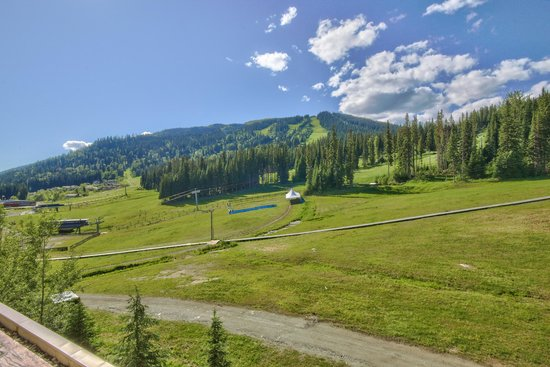 Sun Peaks Grand Hotel & Conference Centre: View of the Ski Hill in the Summer