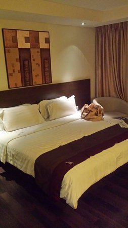 Akmani Hotel: Hotelzimmer - Bett