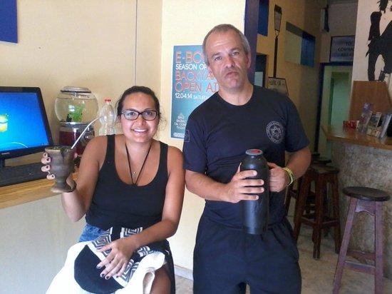 Hayarkon 48 Hostel: Até a turista Colombiana tomou chimarrão!