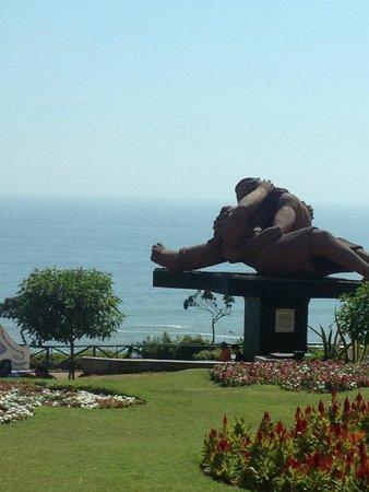 El Parque del Amor: Statue