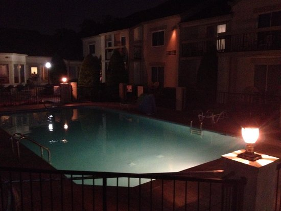 Club-Hotel Nashville Inn & Suites: Our view from the gazebo on our last night!