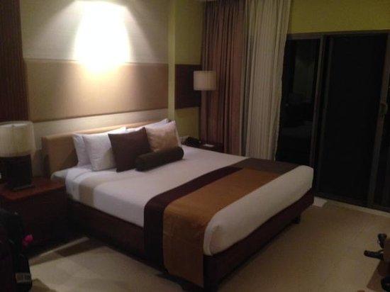 Patong Merlin Hotel: Bedroom in Pool Access Room