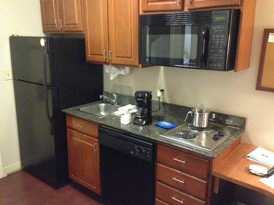 Candlewood Suites Virginia Beach / Norfolk: In-room Kitchen