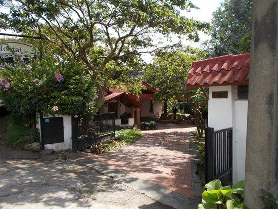Hostal Garden by Refugio del Rio: Front View