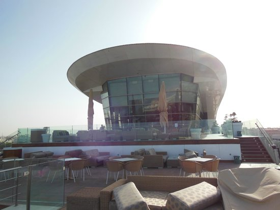 Radisson Blu Hotel, Kuwait: Business class lounge from the exterior