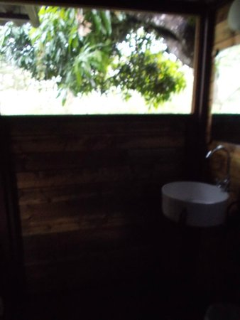 Hostal Garden by Refugio del Rio: Bathroom View from Tree House