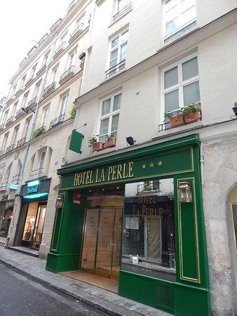Hotel La Perle : vista da entrada
