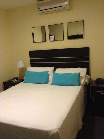 Puerto Mercado Hotel: Cama