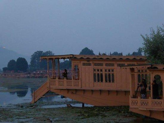 Wangnoo Houseboats : The boat