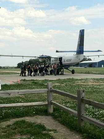 Skydive Midwest: Personal pic loading plane