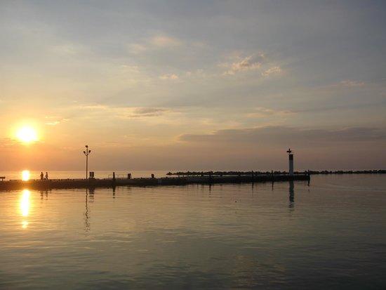 Wavecrest Bed and Breakfast  on Pelee Island: Sunset at Scudder Dock
