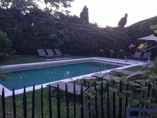 Le Clos Saint-Martin Hôtel & Spa : pool of the villa