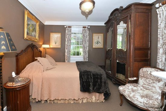 Porches on the Towpath: Guest room