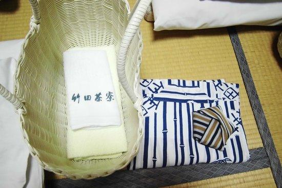 Chikuden Saryo: この籠は、便利です。大浴場まで、着替えを入れていきます。