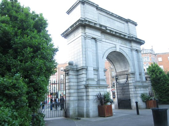 St. Stephen's Green: Arch