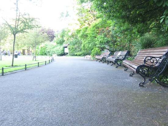 Parque St Stephen's Green: benches