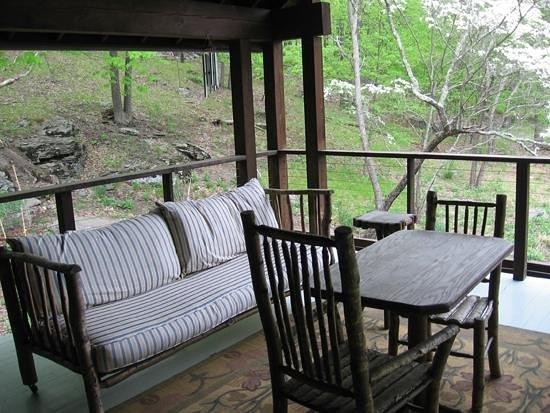 Retreat at TreeGap: White Pines Suite