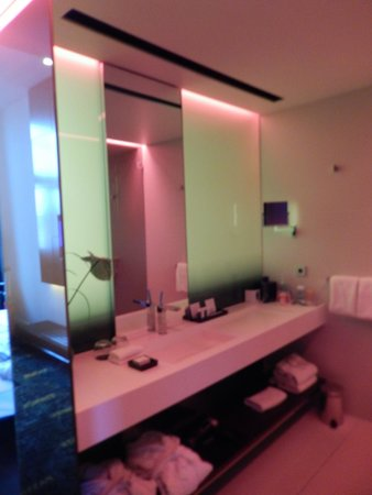 Art'otel Amsterdam : Bathroom in second room (note that the lighting is different in each room.)