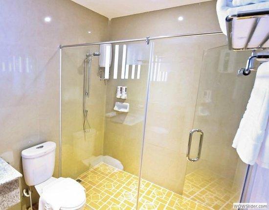Roseate Hotel: ห้องน้ำ