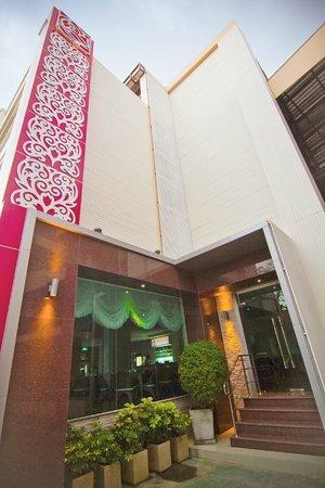 Roseate Hotel: ทางเข้าห้องอาหาร