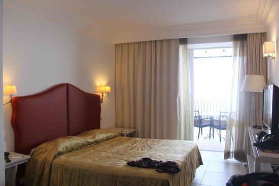 Hotel Luna : quarto enorme e clássico