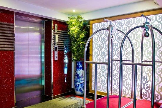 Roseate Hotel: ทางเดินขึ้นลิฟ