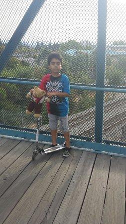 Stevens Creek Trail: Muy buen lugar para relajarxe mi hijo feliz