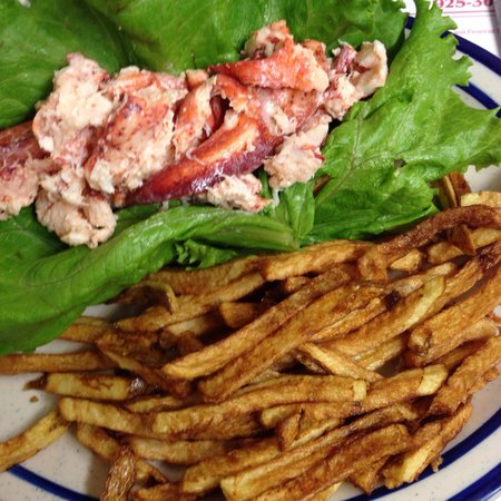 Rosie's Lovell Village Store : Lobster Roll