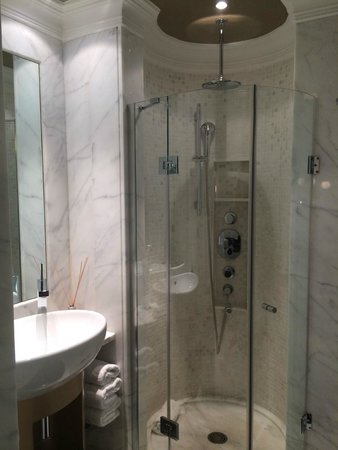 The Excelsior: our bathroom