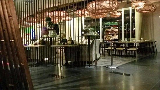 GLOW Pratunam: Lobby