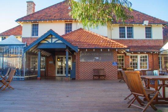Yallingup Caves Hotel Restaurant: Beer Garden