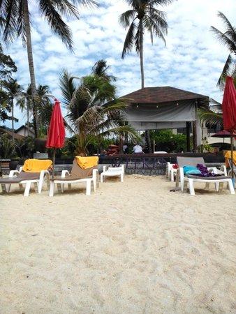 Weekender Resort: массаж на пляже